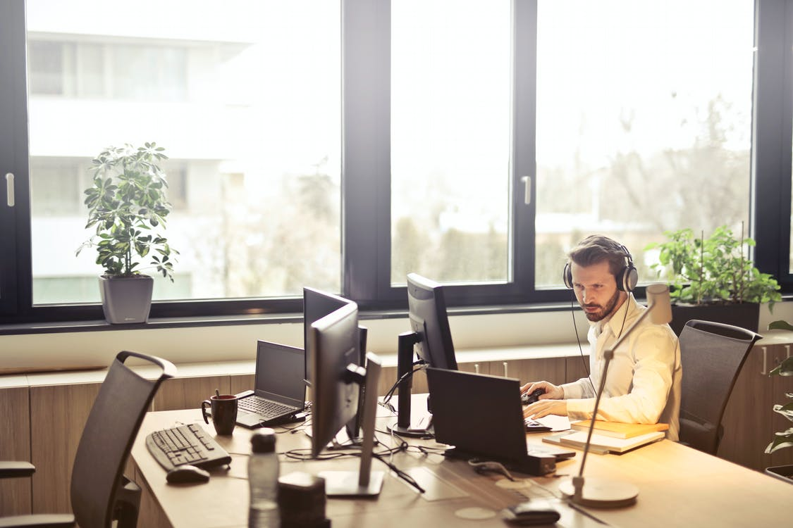 employee receives calls using VoIP in a remote setting